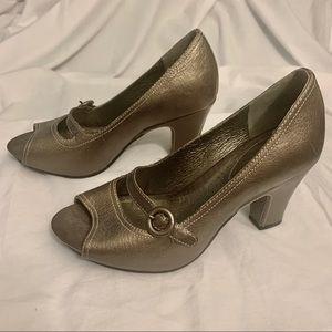 NWOT Never Worn! Adorable Clarks Peep Toe Heels